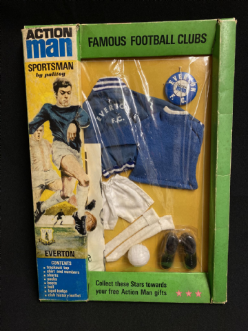 VINTAGE ACTION MAN - EVERTON -  FAMOUS FOOTBALL CLUBS -  CARDED UNIFORM